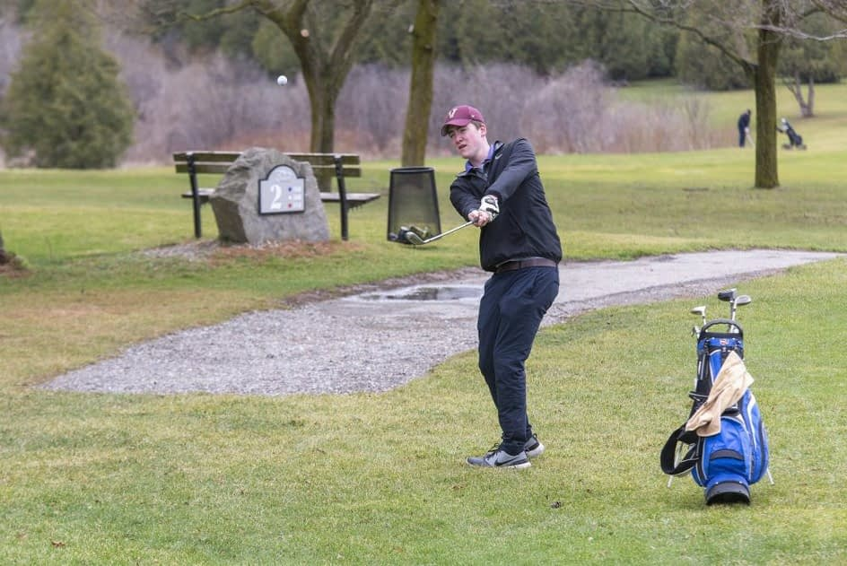 City closes golf courses to conform with new restrictions
