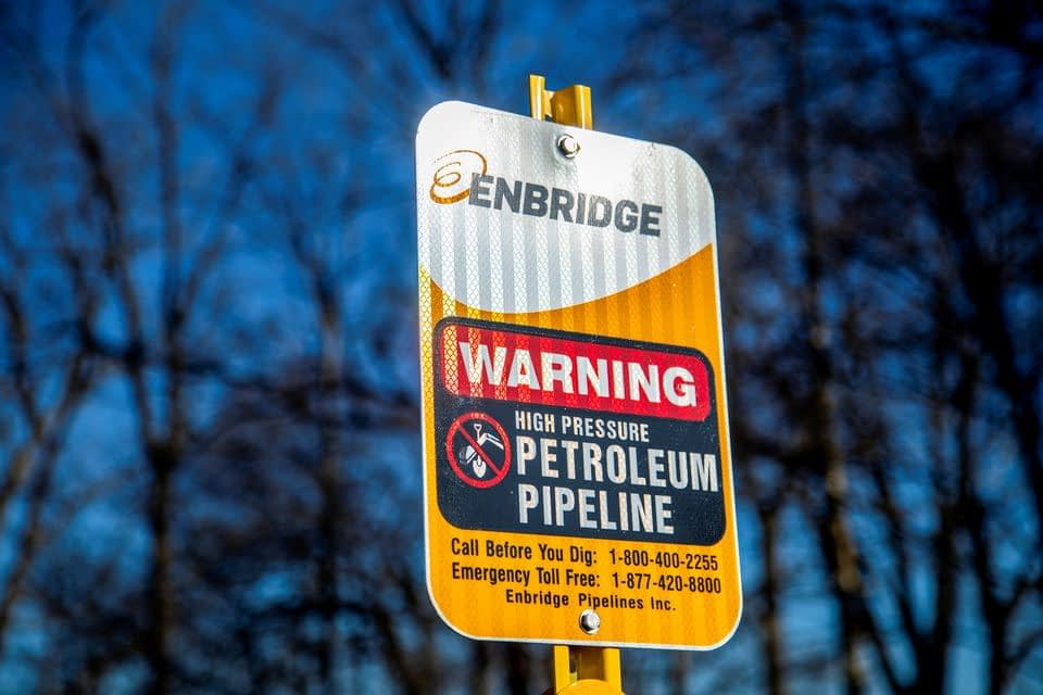 Frustrated Canada presses White House to keep Great Lakes oil pipeline open